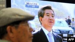 23 may 2009. Cənubi Koreya televiziyası sabiq prezidentin ölümü haqda xəbər yayır