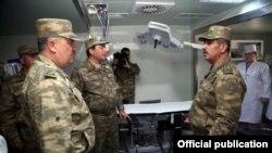 Министр обороны посетил мобильный полевый госпиталь