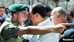 Svađa izraelskog vojnika i Palestinca, oktobar 2000.