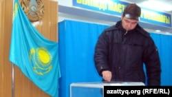 Голосование на избирательном участке в Жанаозене. 15 января 2012 года.