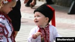 Діти в національному одязі на День Незалежності України у Луцьку (архівне фото)
