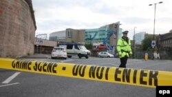 Огороженная полицейскими территория Manchester Arena, где прогремел взрыв. Манчестер, 23 мая 2017 года.