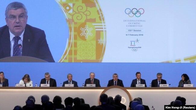 Президент МОК Томас Бах виступає на засіданні МОК у Південній Кореї за кілька днів до відкриття Олімпіади в Пхйончхані. 6 лютого 2018 року.