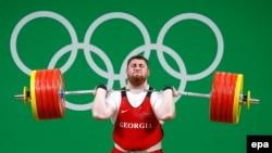В 22 года Лаше Талахадзе удалось собрать все титулы: он чемпион Европы, действующий чемпион мира, теперь уже и олимпийский и мировой рекордсмен
