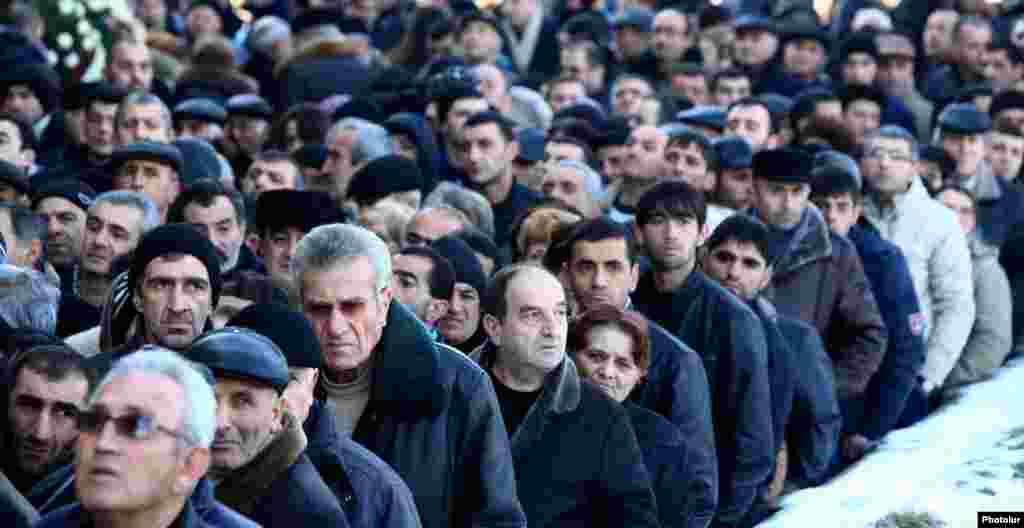 Похороны погибших. Гюмри, 15 января