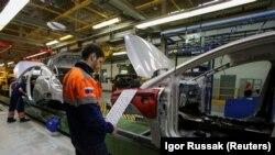 Поточната линия в завода на Форд във Всеволожск.