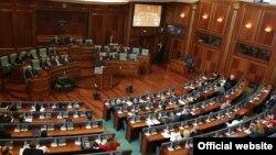 Opozicione partije podeljene su po pitanju zahteva poslanika o ukidanju suda
