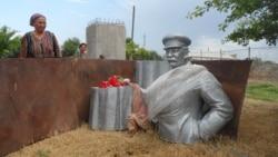 Қурултой: Ўзбеклар нега Сталинни улуғлайди?