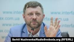 Перечень представил руководитель избирательного штаба партии «Слуга народа» Александр Корниенко, он же в нем – под седьмым номером
