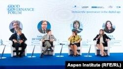 Наталія Яресько (третя зліва) під час Форуму доброго врядування. Київ, 11 вересня 2019