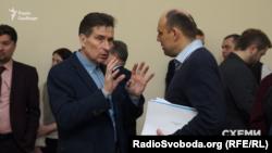 Владислав Корнієнко, як свідчить протокол, голосував сам за себе