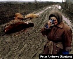 O femeie cecenă în timpul conflictului declanșat în decembrie 1994