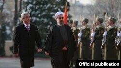 Президент Армении Серж Саргсян и президент Ирана Хасан Рухани на официальной церемонии встречи в Президентском дворце в Ереване. 21 декабря 2016 г. (Фотография с официальной веб-страницы президента Армении)