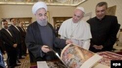 Ватикан -- Рим папасы Франциск Иран президенти Хасан Роухани менен, 26-январь, 2016.