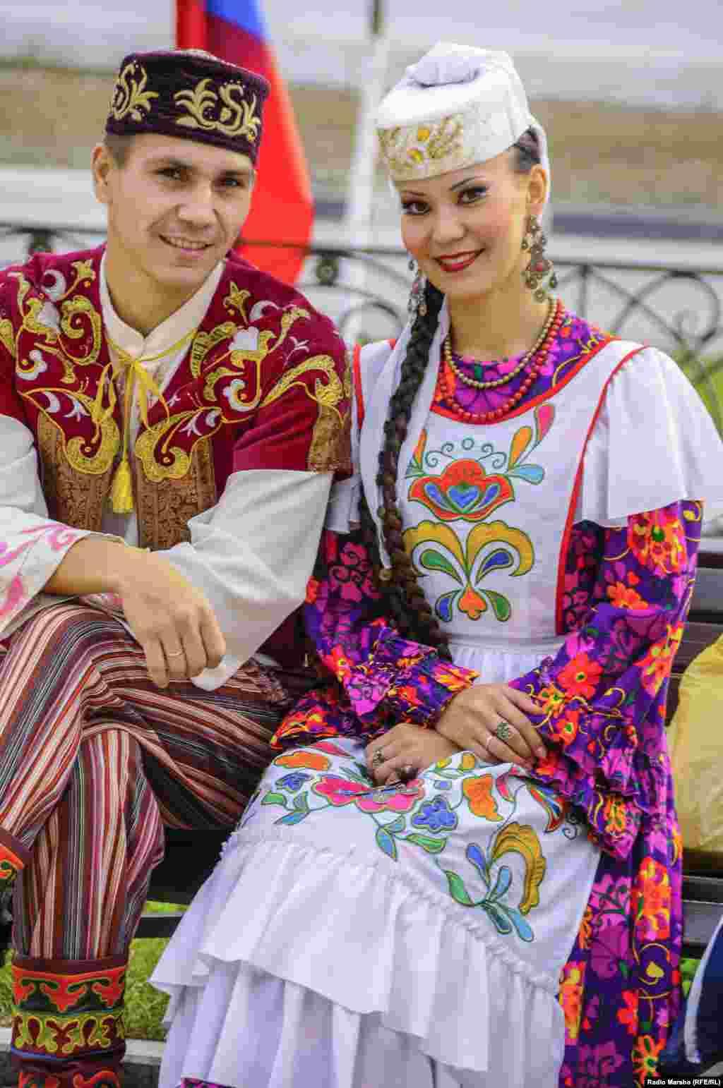 Татарстан җыр һәм бию ансамбленнән Раил Ганиев һәм Айгөл Кыямова.