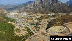 Месторождение «Бозымчак» в Ала-Букинском районе Джалал-Абадской области Кыргызстана.