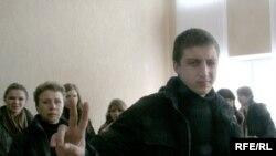 Артур Фінькевіч у судзе 26 сакавіка 2008