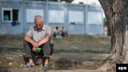 Tabăra pentru refugiați albanezi din Eisenhuettenstadt, Germania, 13 August 2015