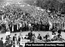 Демонстрация протеста против вторжения. Прага, 21 августа 1968 года