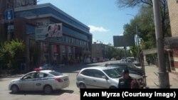 Оцепление торгового центра «Бишкек Парк». Бишкек. 27 апреля 2018 года.