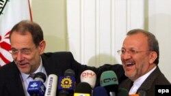 После переговоров в Тегеране Хавьер Солана (слева) старательно излучал оптимизм