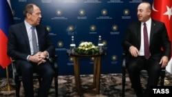 Сергій Лавров (л) і Мевлют Чавушоглу (п) під час зустрічі, Анталья, 1 грудня 2016 року