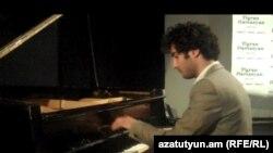 Пианист Тигран Амасян