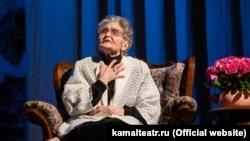 Рауза Хәйретдинова үзенең юбилей кичәсендә, 5 март 2018. Фото: kamalteatr.ru