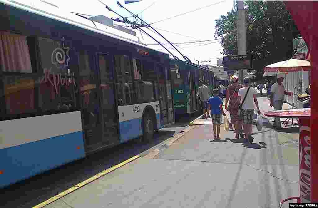 Посадка на тролейбус