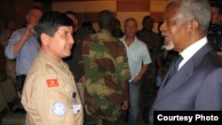 UN-Arab League envoy to Syria, Kofi Annan (right), talks to a member of the UN's Observer Mission in the country on May 29.