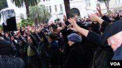 """Рауль Хаджимба, начиная пресс-конференцию, констатировал, что пока в плане выполнения резолюции митинга 11 марта дальше """"переписки"""" власти и оппозиции дело действительно не пошло"""