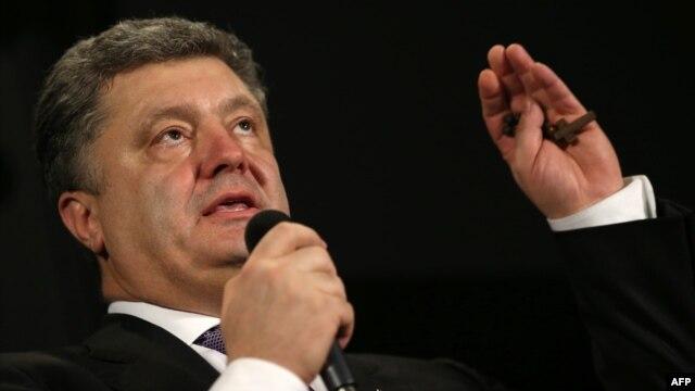 Украина президенті болудан үміткер Петр Порошенко. Париж, 7 наурыз 2014 жыл.