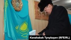 Голосование на парламентских выборах. Алматы, 15 января 2012 года.