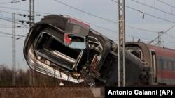 Pamje nga aksidenti me tren të shpejtë sot në Itali.