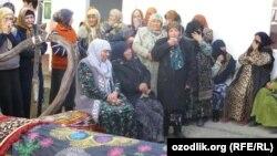 Оринбаевдерди акыркы сапарга узатуу. Ош шаары, 21-апрель, 2015-жыл