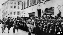 Парад кадетов под инспекцией Муссолини, Рим, март 1938