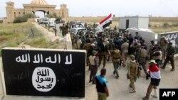 نیروهای ارتش عراق و شبهنظامیان شیعه در اطراف کاخ ریاستجمهوری در تکریت