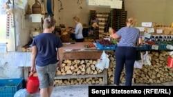 На ферме можно купить ягоды, собранные работниками фермы. Но вдвое дороже, чем при «самосборе»