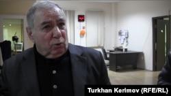 Азербайджанский писатель Акрам Айлисли, Баку, 7 февраля 2013 г.