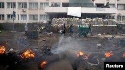 Ուկրաինա - Այրվող բարիկադներ Մարիուպոլում, 9-ը մայիսի, 2014թ․