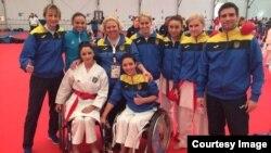 Каріна Айрапетян (в передньому ряду зліва)
