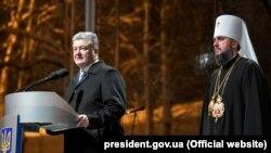 Президент України Петро Порошенко (ліворуч) і предстоятель Православної церкви України митрополит Київський Епіфаній. Київ, 15 грудня 2018 року