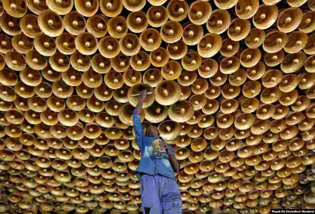 An artisan applies the finishing touches to a decorative ceiling during preparations for the upcoming Hindu festival of Durga Puja in Kolkata, India. (Reuters/Rupak De Chowdhuri)