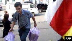 В отличие от военной россияне безоговорочно поддержали гуманитарную помощь Южной Осетии