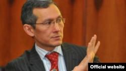 Объявивший сегодня о своей отставке премьер-министр Кыргызстана Джоомарт Оторбаев.