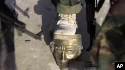 Повстанцы на территории резиденции Каддафи