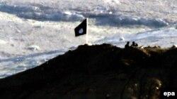 """""""Ислам мамлекети"""" экстремисттик тобунун желеги"""