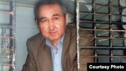 Қырғызстан президенттігіне түспекші болған Еркін Бөлекбаев.
