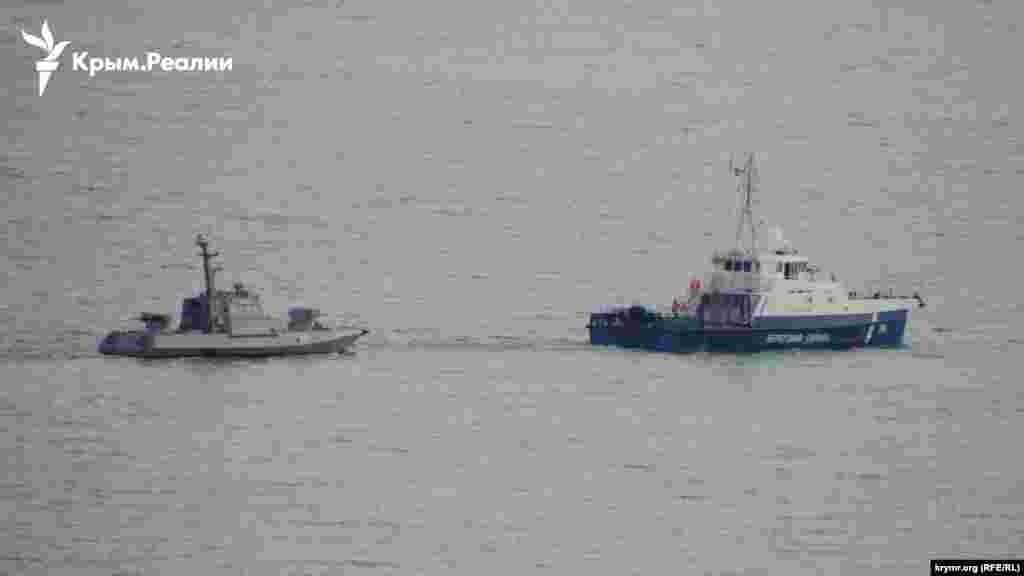За даними ЗМІ, катери і буксир передадуть Україні приблизно в 60 милях від Одеси, недалеко від кримського мису Тарханкут