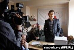 Анатоль Лябедзька пасьля вызваленьня з турмы КДБ